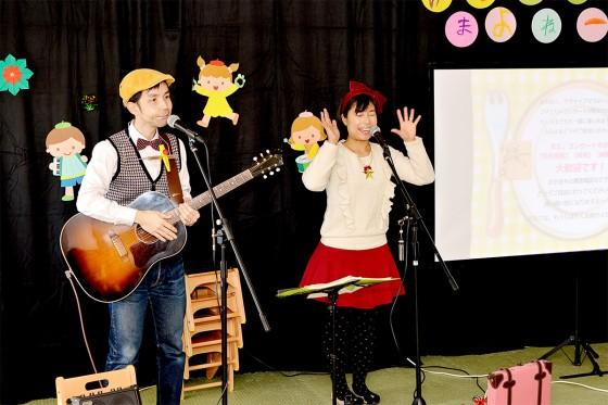 洋光台保育園_ケチャマヨの大きな絵があるコンサート02
