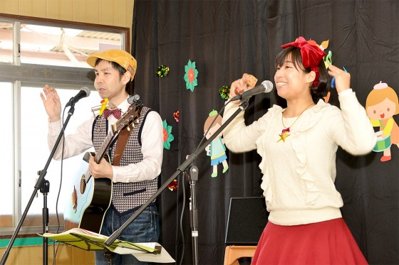 洋光台保育園_ケチャマヨの大きな絵があるコンサート06