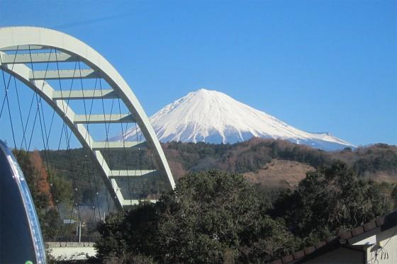 07_ふと外を見ると富士山