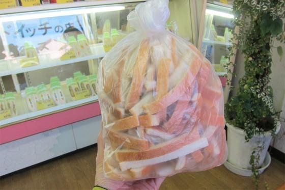 14_パンのミミをたくさん頂きました