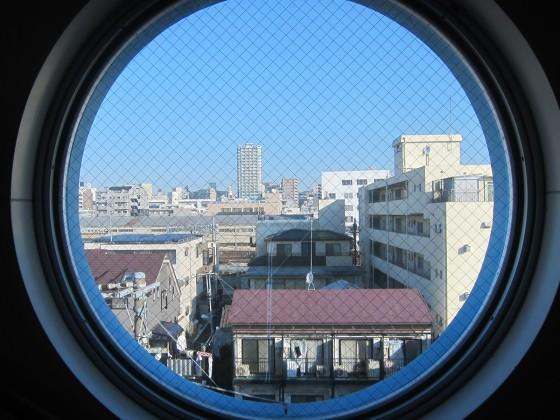 06_丸窓からの眺め