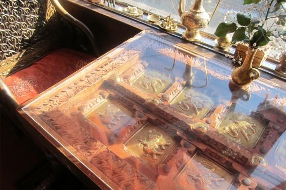 18_日暮里ダージリンのガラステーブル