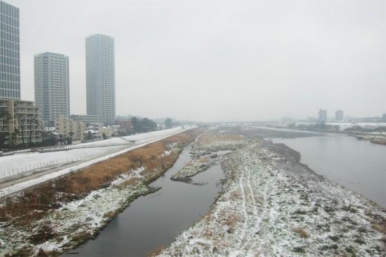 16_多摩川の積雪は大したこと無い