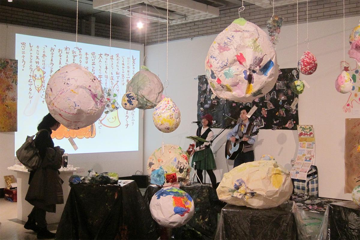 目黒区美術館「も・の・が・た・り展」でケチャマヨがアートに?コンサートをさせて頂きました♪