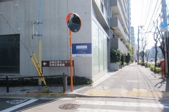 03_バス停から徒歩2分