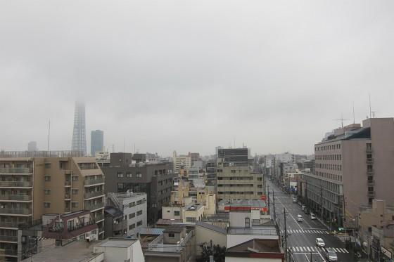 01_スカイツリーが雲で見えない