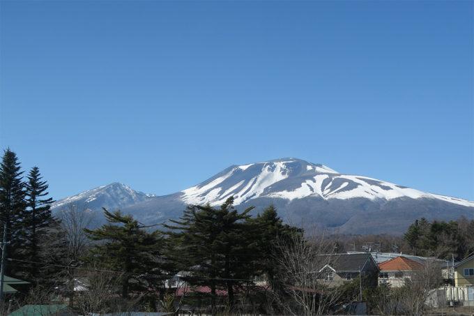 04_雪が残る山々を眺めながら
