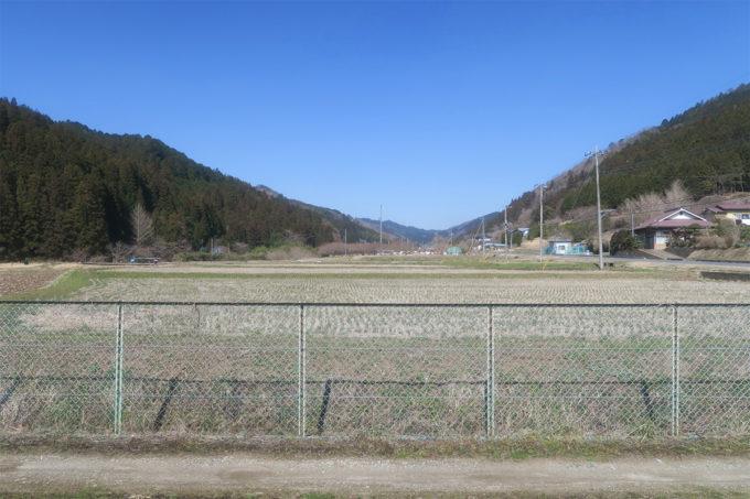 51_山と畑に囲まれたいい環境です