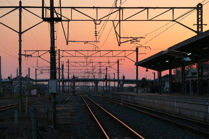 44_下館駅の桃色の夕焼け