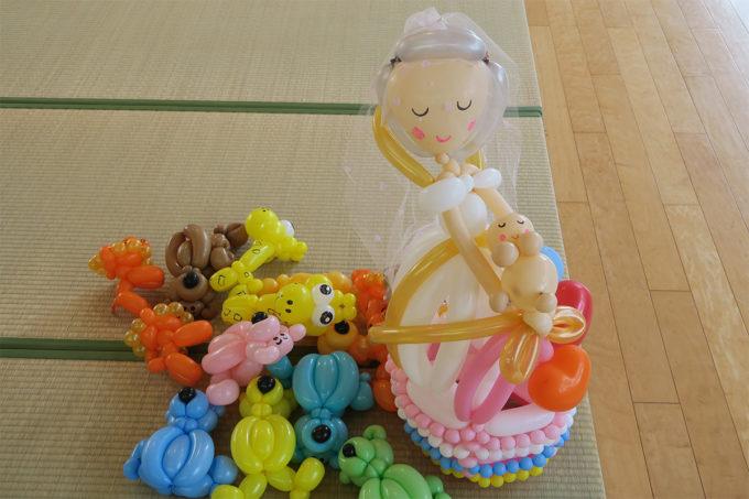 24_花嫁さんと赤ちゃんのバルーンアート