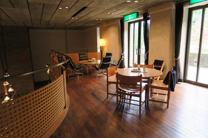 23_ギャラリー2階にはカフェが
