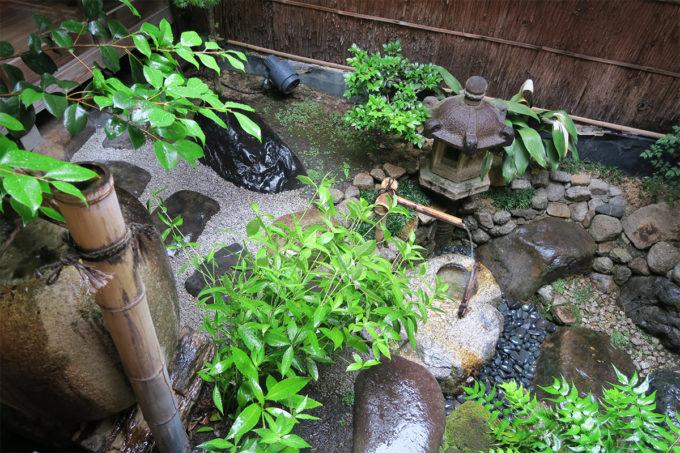 23_雨のなかわ庭を眺めてまったり