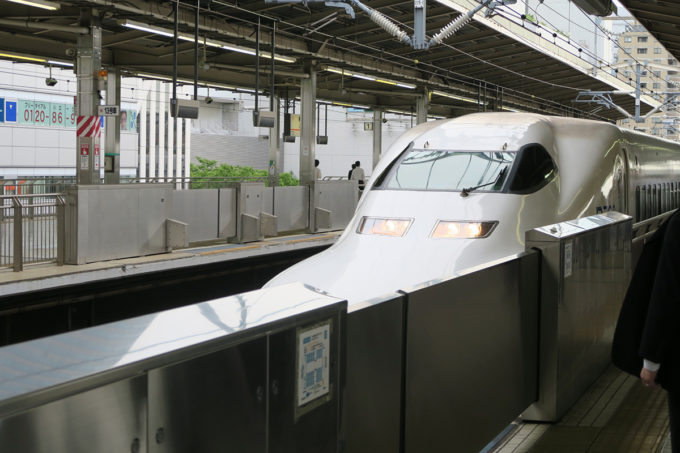03_新幹線で西へ