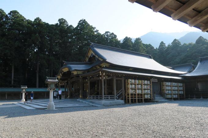 55_彌彦神社の拝殿