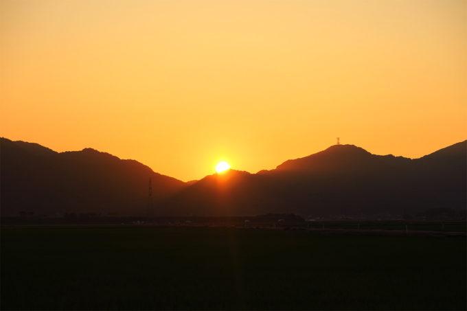 66_弥彦山に沈む夕陽