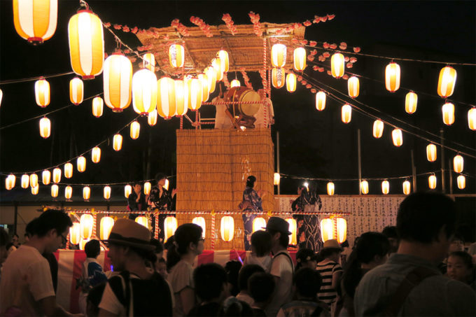 11_幻想的な日本の盆踊り