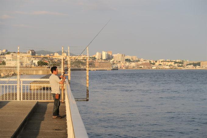 54_釣りをするおじさん