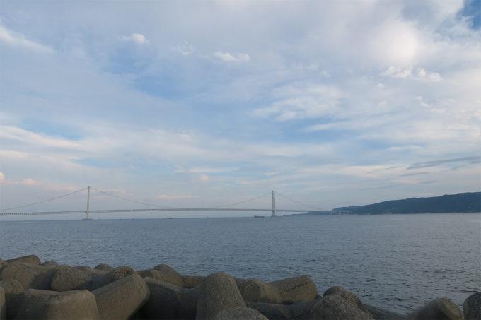 45_明石海峡大橋と淡路島を臨む