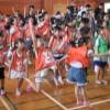 北九州YMCAサマースクール芸術コースで大きな絵があるコンサート!@門司海青小学校