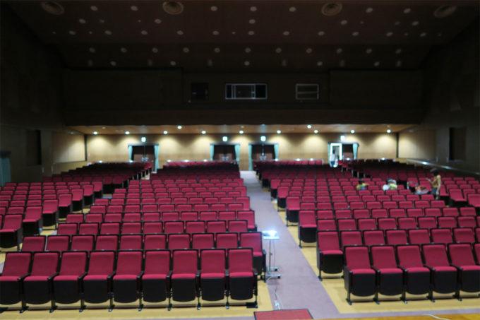 03_580席の立派なホール