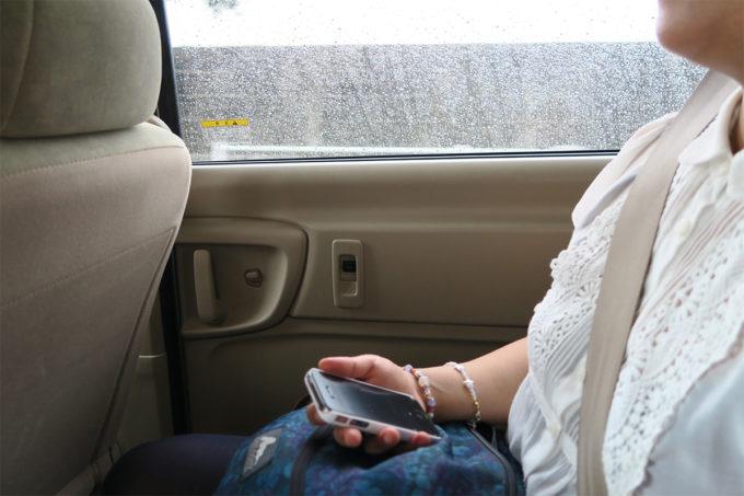 35_帰りの車内では雨