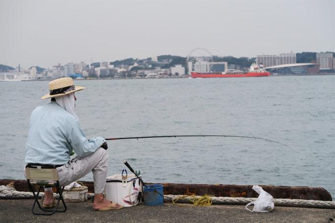 14_釣り人と船と観覧車