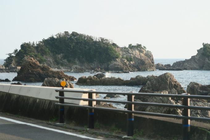60_海と岩