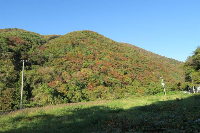 44_紅葉しはじめた山