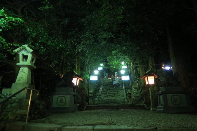 60_高千穂神社の境内へ