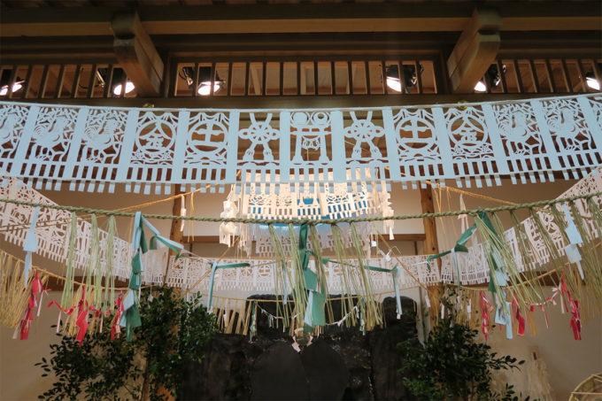 72_高千穂神楽の上の飾り紙は彫り物(えりもの)