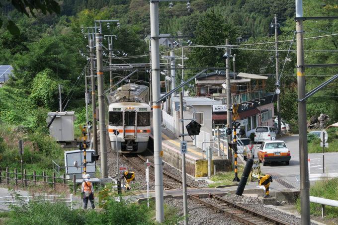 26_大田切駅に電車が入ってきた