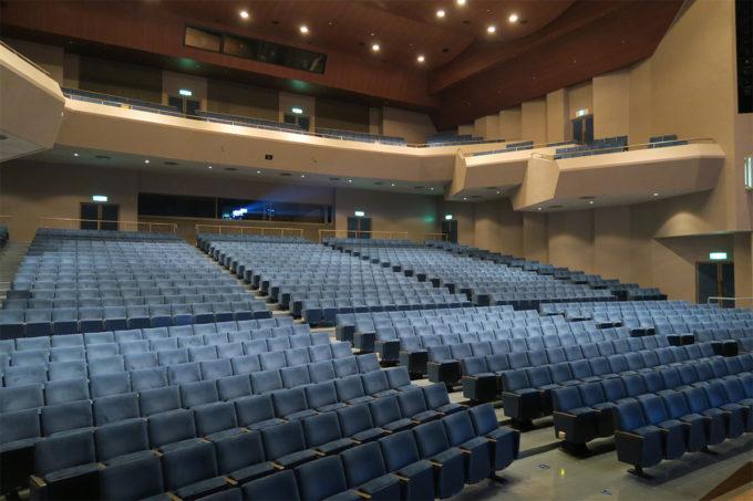 08_2階席まである大ホール
