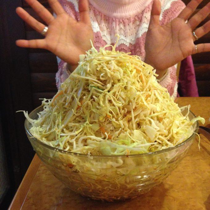 たまプラーザ「スモーキー」キャベツ盛りサラダ