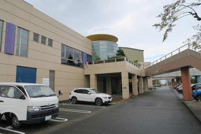 12_会場の名古屋文理大学フォーラムホールに到着
