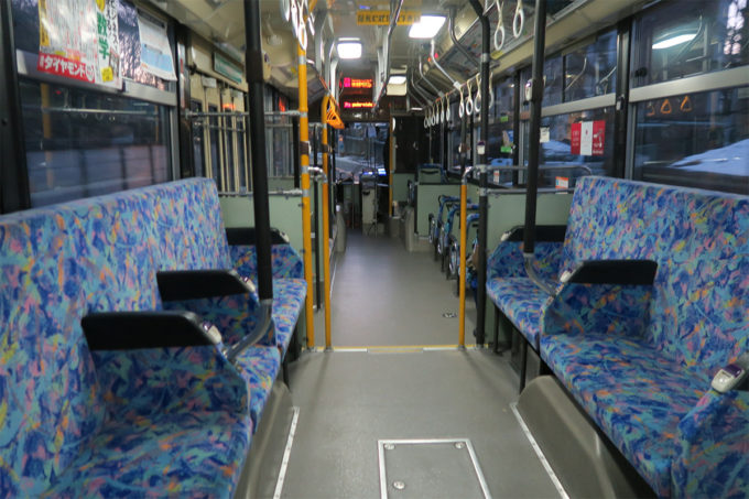 01_早朝のバスで