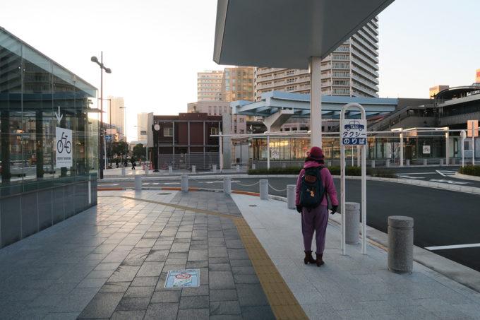 豊洲駅の朝
