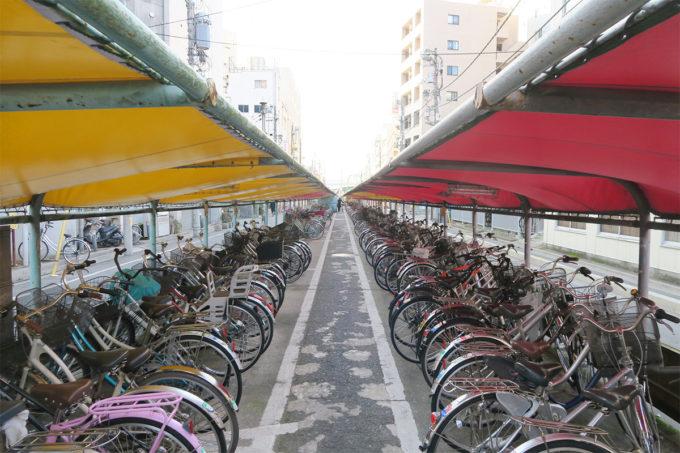 43_蕨駅前の長い自転車置き場