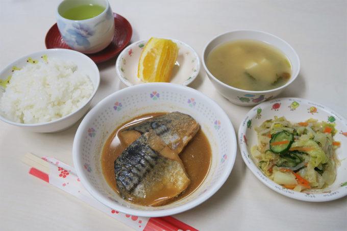 給食は鯖の味噌煮