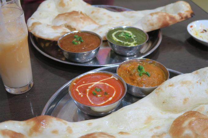 昼はインドカレー