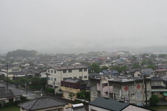 朝起きても雨がちょっと降っていました