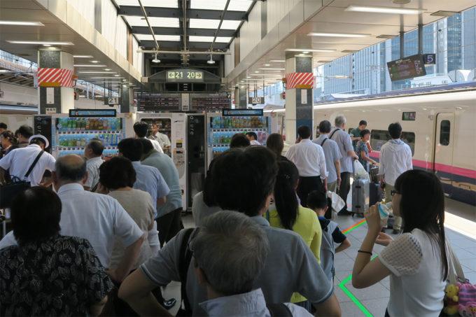 土曜日の東京駅は混んでいます