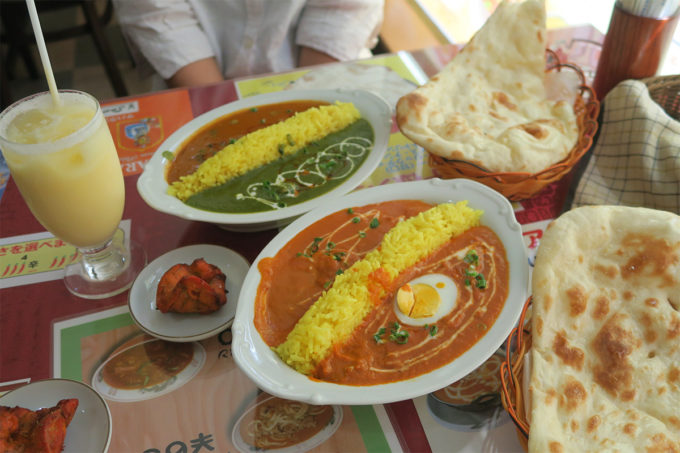ご飯が仕切りのインドカレー2種