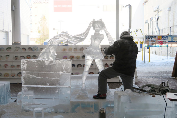 12_氷の彫刻(ミク製作中)