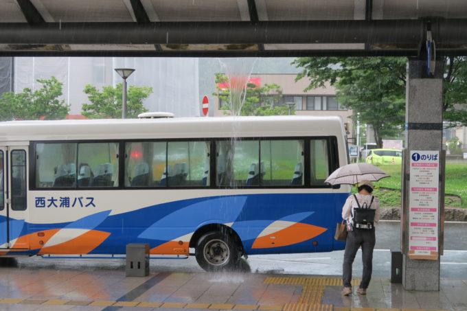 東舞鶴駅に到着!滝のような雨